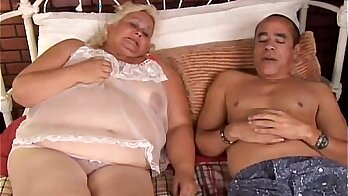 Blond Beauty With Fat Tits Does A Great Face