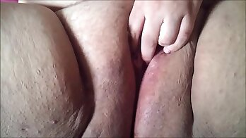 Chubby Vienna in Amateur and Feding Her Shaved Pussy